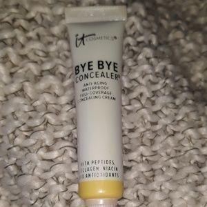 It cosmetics bye bye under eye concealer in light